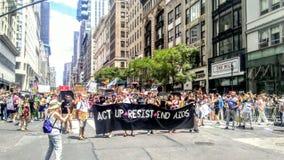 Act Up marchant en Pride Parade 2017 NYC Etats-Unis Photographie stock libre de droits