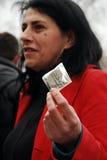 ACT UP-Protestierender in Paris geben heraus Kondome Stockfoto