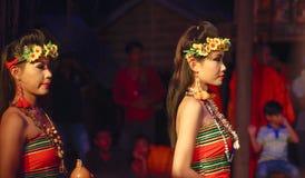 Acteur de Khmer pendant la représentation théâtrale Jeune mariée et amie Photos libres de droits