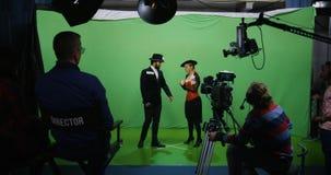 Acteur et actrice exécutant une scène clips vidéos