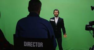 Acteur exécutant le caractère fâché clips vidéos
