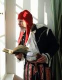Acteur in historische kostuums Stock Foto