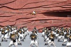 Acteurs chinois de minorité dans le théâtre extérieur par Image stock