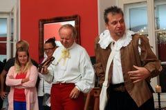 Acteurs dans des costumes historiques images libres de droits