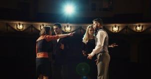 Acteurs préparant dans un théâtre photos stock