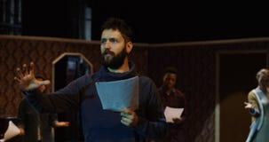 Acteurs préparant dans un théâtre images libres de droits