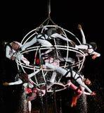 Acteurs sur le théâtre d'air d'exposition de nuit Photographie stock libre de droits