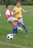 Actie 16 van het Voetbal van de Jeugd van de tiener Stock Afbeeldingen