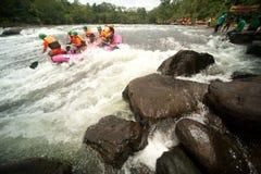 Actie bij rafting die in Thailand rent. Stock Afbeelding