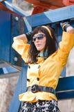 Actief leuk meisje in gele kleren stock afbeeldingen