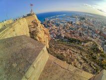 Actiefoto van het Santa Barbara-kasteel in Alicante stock afbeeldingen