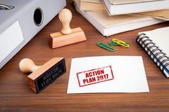 Actieplan 2017 Rubberzegel op bureau in het Bureau Stock Foto's