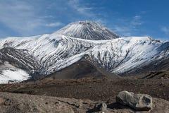 Actieve Avachinsky-Vulkaan op het Schiereiland van Kamchatka Royalty-vrije Stock Fotografie