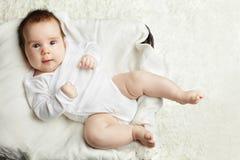 Actieve baby die pret hebben! Stock Foto's