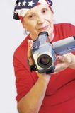 Actieve grandmama met camera stock afbeelding