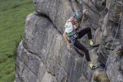 Actieve hogere bergbeklimming royalty-vrije stock fotografie