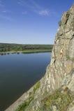 Actieve hollidays bij rotsen. Stock Afbeelding