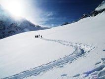 Actieve mensen in bergen Stock Foto's