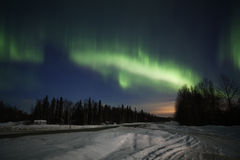 Actieve noordelijke lichtenvertoning in Alaska stock fotografie