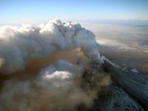 Actieve staat van vulkaan Kizimen in Kamchatka Stock Foto's