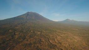 Actieve vulkaan Gunung Agung in Bali, Indonesië stock footage