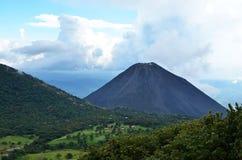 Actieve vulkaan Yzalco, El Salvador Royalty-vrije Stock Afbeeldingen