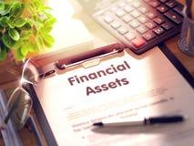 Actifs financiers - texte sur le presse-papiers 3d Photos libres de droits