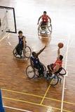Action de basket-ball de fauteuil roulant des hommes Image libre de droits