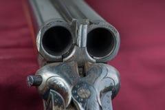 Action de fusil de chasse - serrure de baisse - c?te ? c?te images stock