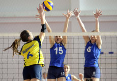 Action de volleyball de femmes Photos libres de droits