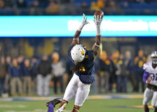 2014 action du football de NCAA - état du WVU-Kansas Photos stock