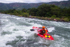 Action Kayaking de rivière Images libres de droits