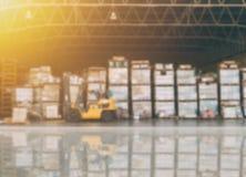 Actions d'inventaire d'entrepôt de tache floue prêtes pour l'expédition photos libres de droits
