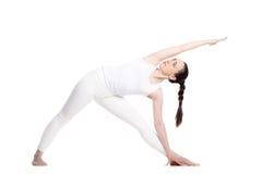 Actitud ampliada yoga del triángulo Fotos de archivo libres de regalías