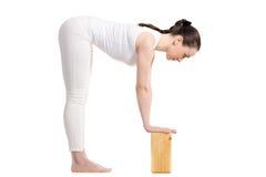 Actitud de Ardha Uttanasana de la yoga Imagen de archivo