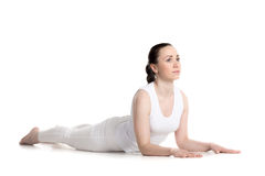 Actitud de la yoga de Ardha Bhujangasana Imagenes de archivo
