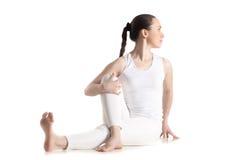 Actitud de la yoga de Ardha Matsyendrasana Foto de archivo