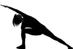 Actitud de la yoga de la mujer del parsvakonasana de Utthita Foto de archivo