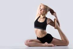 Actitud de la yoga de la sirena imagen de archivo libre de regalías