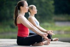 Actitud de la yoga de Sukhasana Foto de archivo libre de regalías
