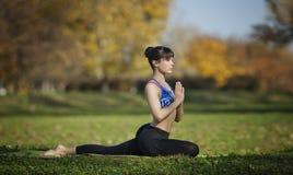 Actitud de la yoga del kapotasana de Salamba foto de archivo libre de regalías