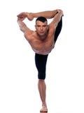Actitud del bailarín del natarajasana de los asanas de la yoga del hombre Fotos de archivo libres de regalías