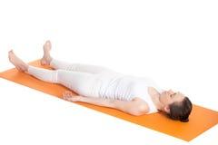 Actitud del cadáver de la yoga Imágenes de archivo libres de regalías