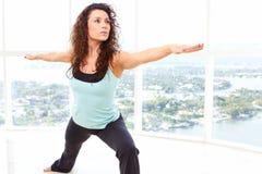 Actitud del guerrero de la yoga fotografía de archivo libre de regalías