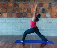 Actitud del guerrero uno de la yoga Foto de archivo libre de regalías
