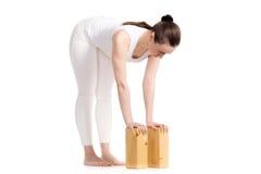 Actitud delantera derecha de la curva de la yoga media Imagen de archivo