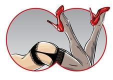 Actitud femenina atractiva que muestra las piernas y los zapatos del estilete Foto de archivo libre de regalías