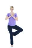 Actitud femenina hermosa del árbol de la yoga que hace imagen de archivo