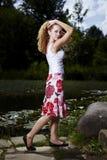 Actitud perfecta en vestido del verano Fotografía de archivo