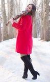 Actitudes de la muchacha con el violín Imagenes de archivo
